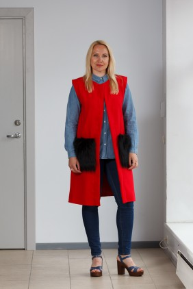 Red vest with black pockets betolli
