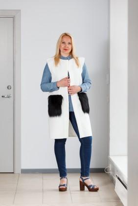 White vest with black pockets betolli