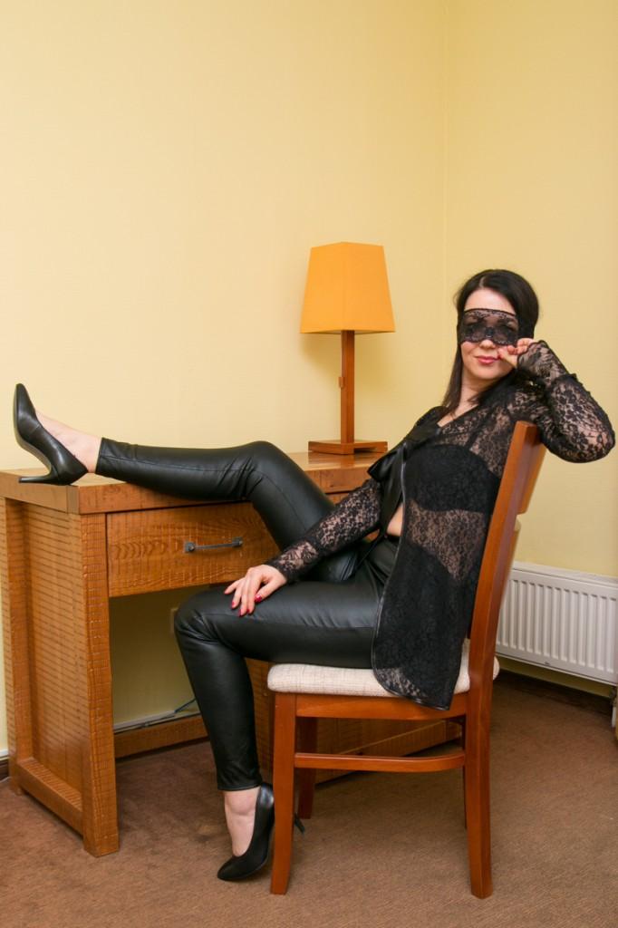 сексуальный черный кружевной халат и кожаные леггинсы betolli