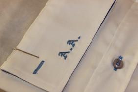 izsuvums-iniciali-uz-krekla-BETOLLI