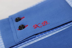 iniciali-izsuvums-logo-pec-izmeriem-krekls-betolli