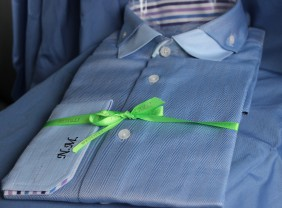 zils-sieviesu-krekls-ar-izsuvumu-ar-stripainiem-akcentiem-betollu