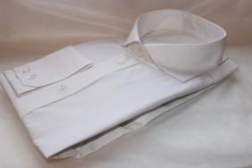 balts-krekls-viriesu-pec-individualiem-meriem-davana-svetkos-betolli
