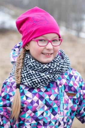 Betolli rozā cepure bērniem ar Latvijas kontūru uz izšūtu vārdu