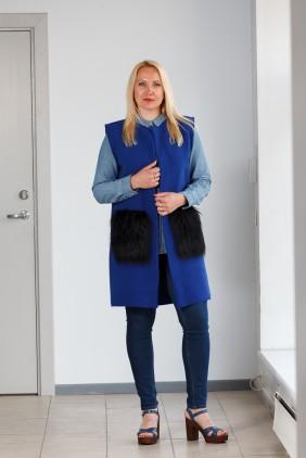 Blue vest with black pockets betolli