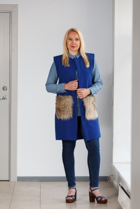 Blue vest with light brown pockets betolli