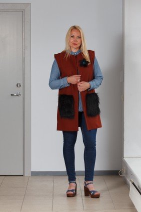 Brown vest with black pockets betolli