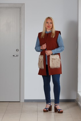 Brown vest with light pockets betolli
