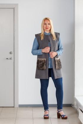 Dark grey vest with grey pockets betolli