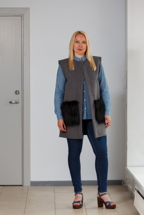 Dark grey vest with light black pockets betolli