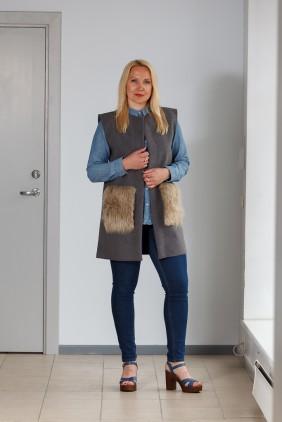 Dark grey vest with light brown pockets betolli