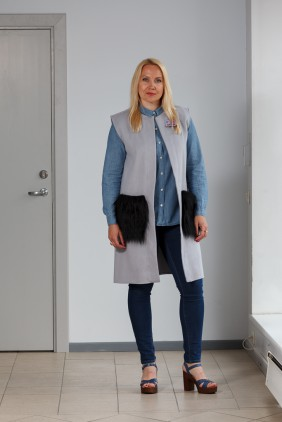 Light grey vest with black pockets betolli