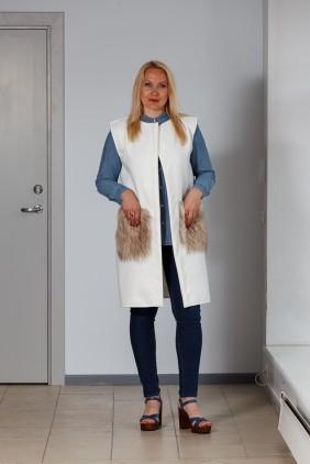 White vest with light pockets betolli