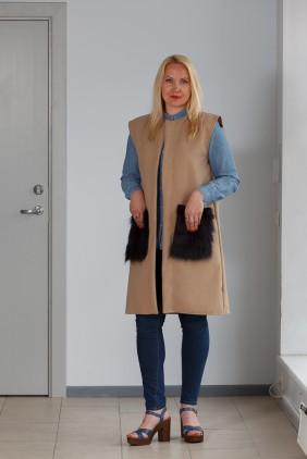 light brown vest black pockets betolli